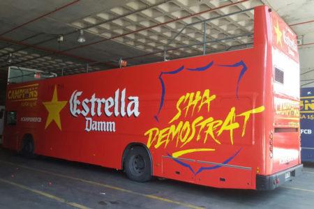Autobús turístico rotulado