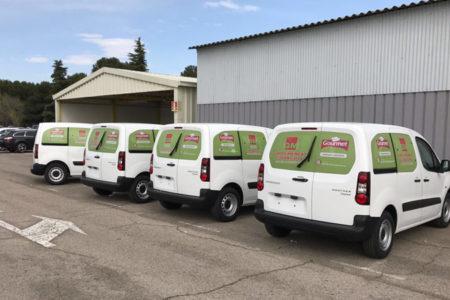 Flota de vehículos rotulados